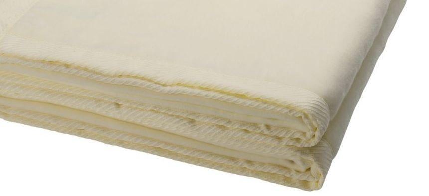 Un primo piano del morbidissimo tessuto della coperta elettrica matrimoniale Imetec Intellisense
