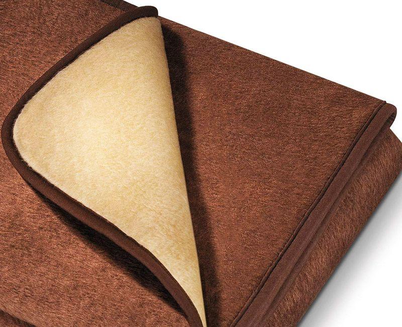 Un primo piano del morbidissimo tessuto della coperta elettrica Beurer HD 100 (notare l'elegante color crema del risvolto)