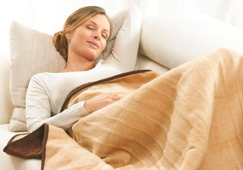 Garanzia di un sano riposo grazie alla morbidissima coperta termica Beurer HD 100