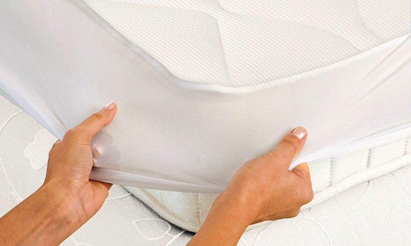 Fissare lo Scaldasonno elettrico al materasso è facilissimo, grazie ai comodi angoli elastici