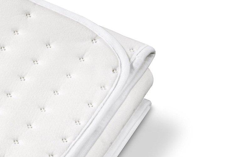 Lo scalda materasso termico TS 26 in primo piano (notare l'orlatura rinforzata)
