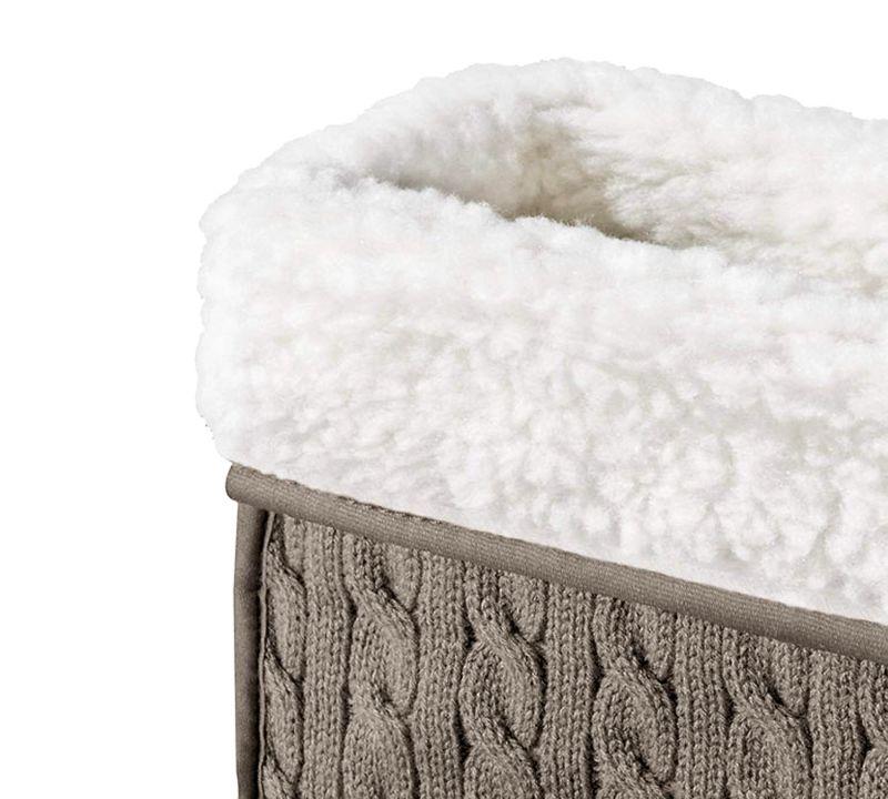 Morbidissimo peluche, questo il tessuto scelto per lo scaldapiedi elettrico BEURER FWM 45 per garantirvi il massimo comfort