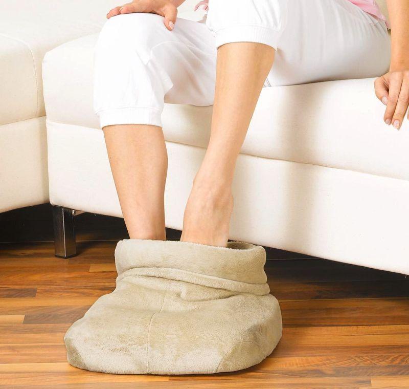 Non solo coperte: scaldapiedi elettrico BEURER FWM 50 con massaggio plantare Shiatsu in morbido micropile, mai più piedi freddi e indolenziti!