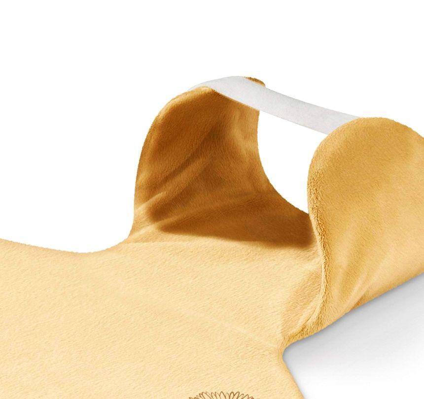 Primo piano della zona collo del termoforo per schiena e cervicale BEURER HK 58 COSY, che grazie a una comoda chiusura a strappo avvolge la cervicale in un abbraccio caldo e terapeutico