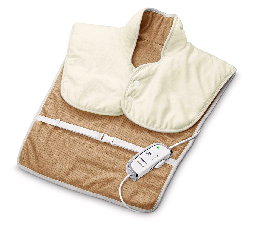 Il termoforo elettrico MEDISANA HP 630, in morbido tessuto traspirante per riscaldare e rilassare la muscolatura di schiena e spalle, color crema