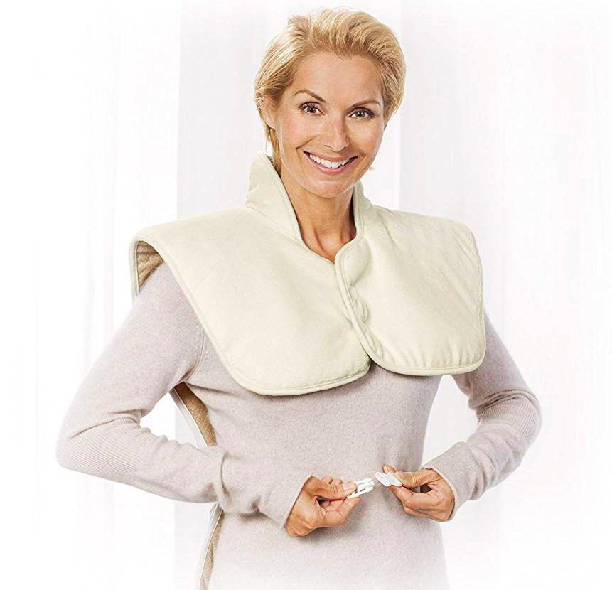Il termoforo elettrico MEDISANA HP 630 vi aiuta a rilassare la muscolatura di spalle e schiena sprigionando una sano calore terapeutico